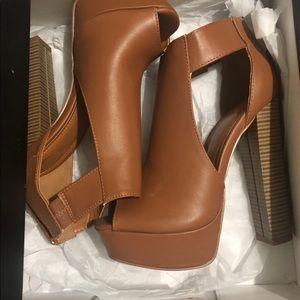 Tan chunky heeled shoes, NEVER WORN!!